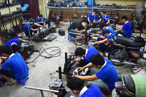 Dạy nghề sửa chữa xe máy 2017