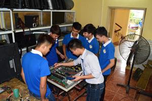 Học nghề điện tử ở đâu bảo đảm tay nghề học viên