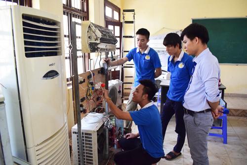 Nghề sửa chữa Điện Lạnh và những vất vả người trong ngành mới hiểu