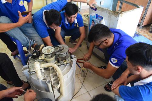 thực hành sửa chữa máy giặt tại dạy nghề thanh xuân