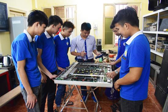 dạy nghề sửa chữa tivi LCD